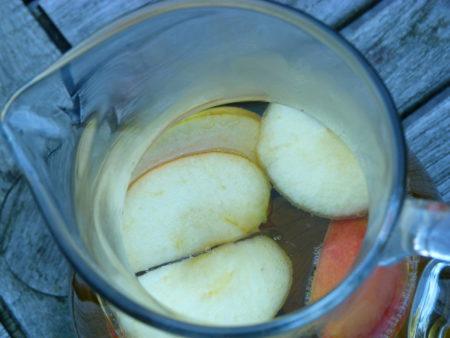 Apfel im Tee