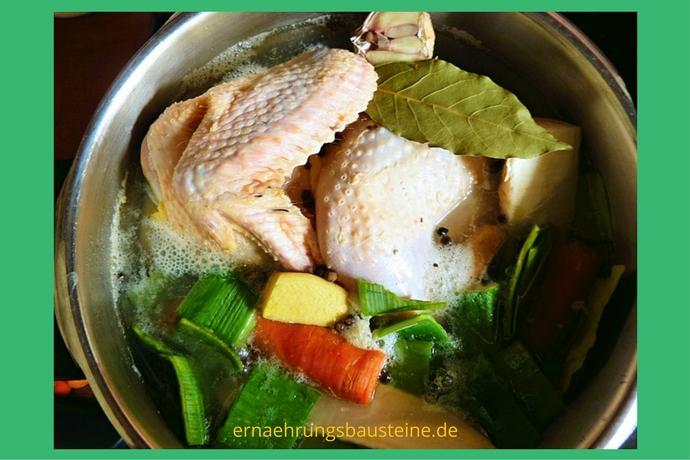 Hühnersuppe vom Freilaufhuhn
