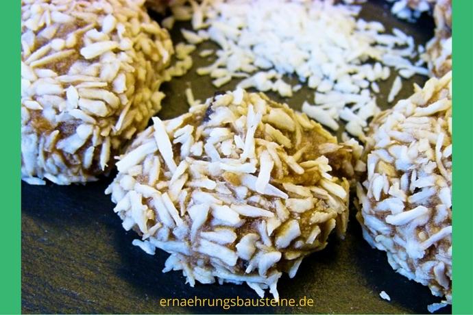 Kokospraline mit Trockenfrüchten